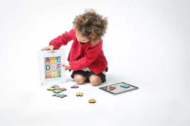 girl-play-smart-letters
